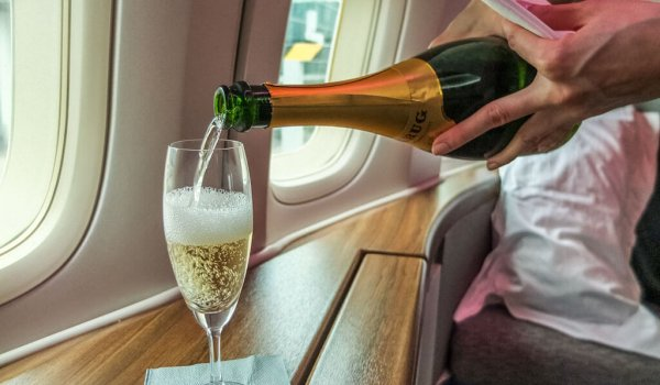 Champagner im Flugzeug